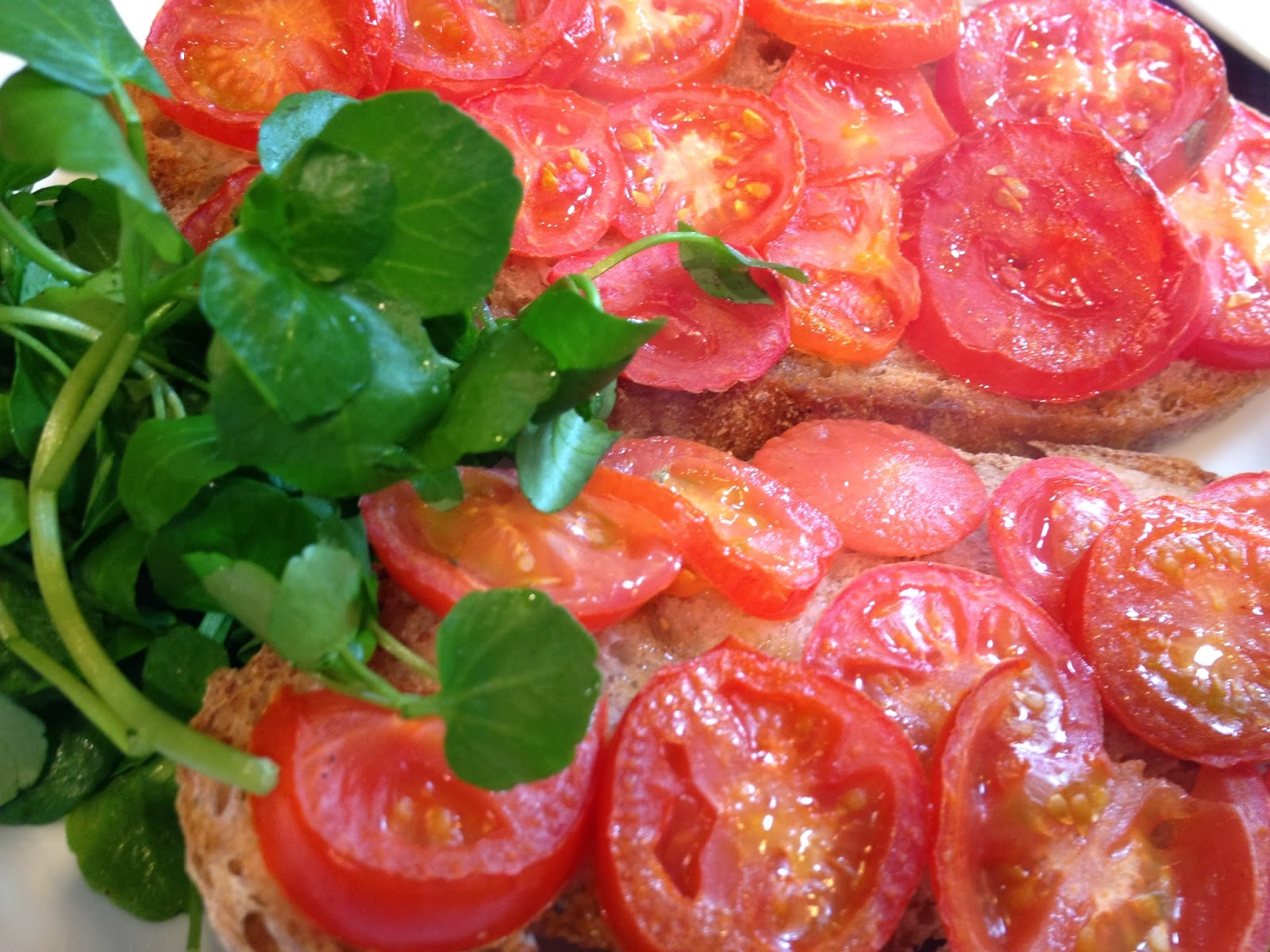Recipe Junkie and the attack of the custard creams: Tomatoes on toast