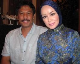 Foto Chintami Atmanegara dan suami