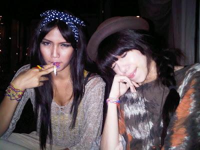 foto selengkapnya foto sexy aulia sarah dan sedang merokok share