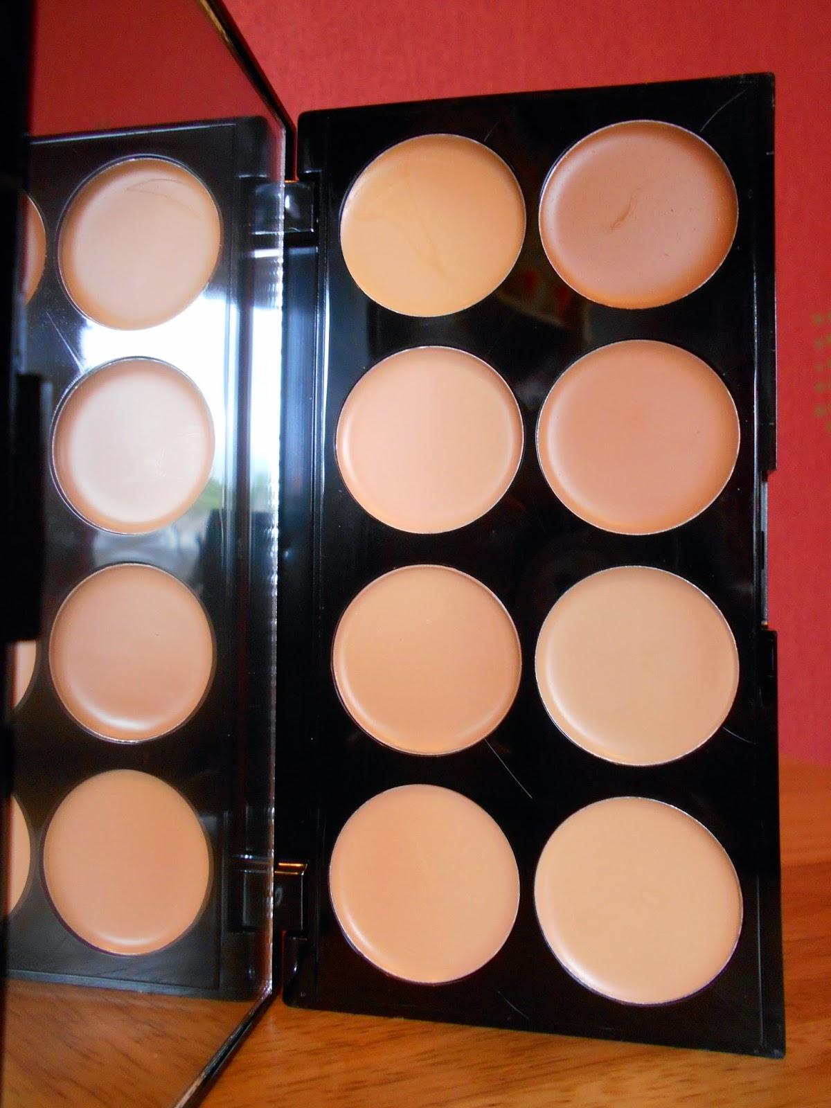 Makeup Revolution Cover & Conceal Palette - Light-Medium