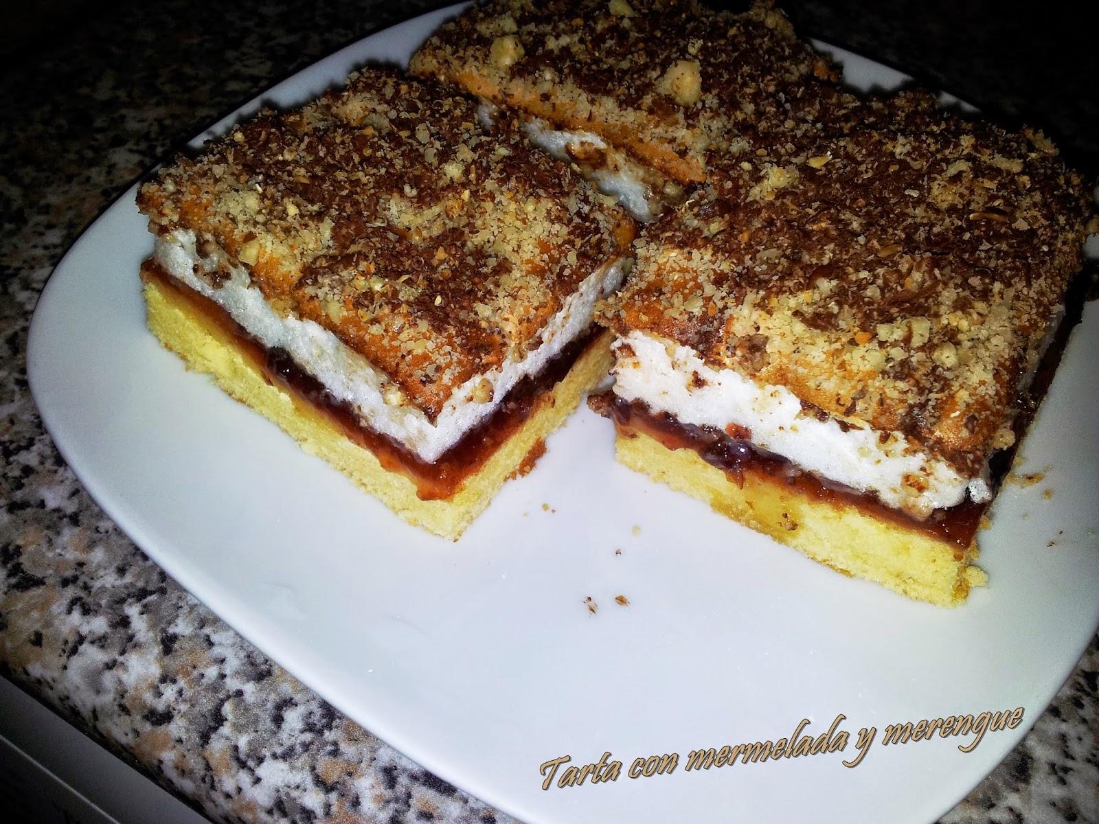 Tarta con mermelada y merengue
