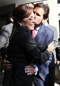 Esta sí es una bomba: Romance entre Josefina y Solá.