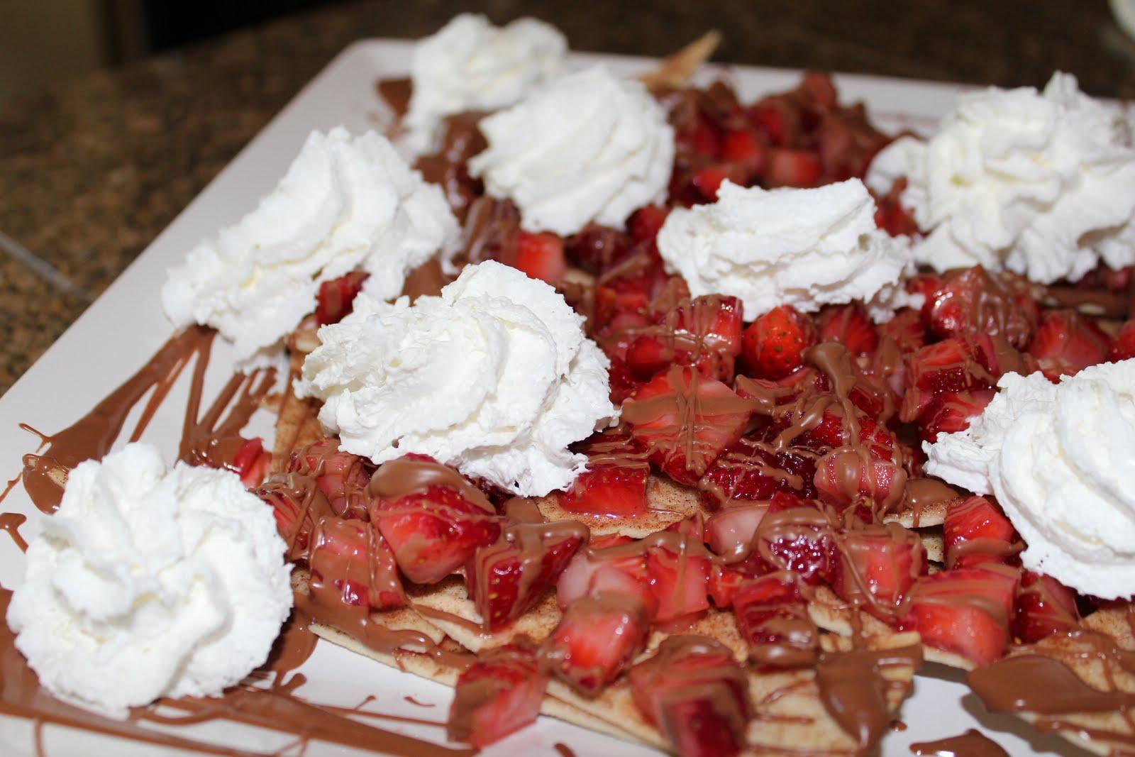 Homemaking Honeys: Strawberry Chocolate Nachos