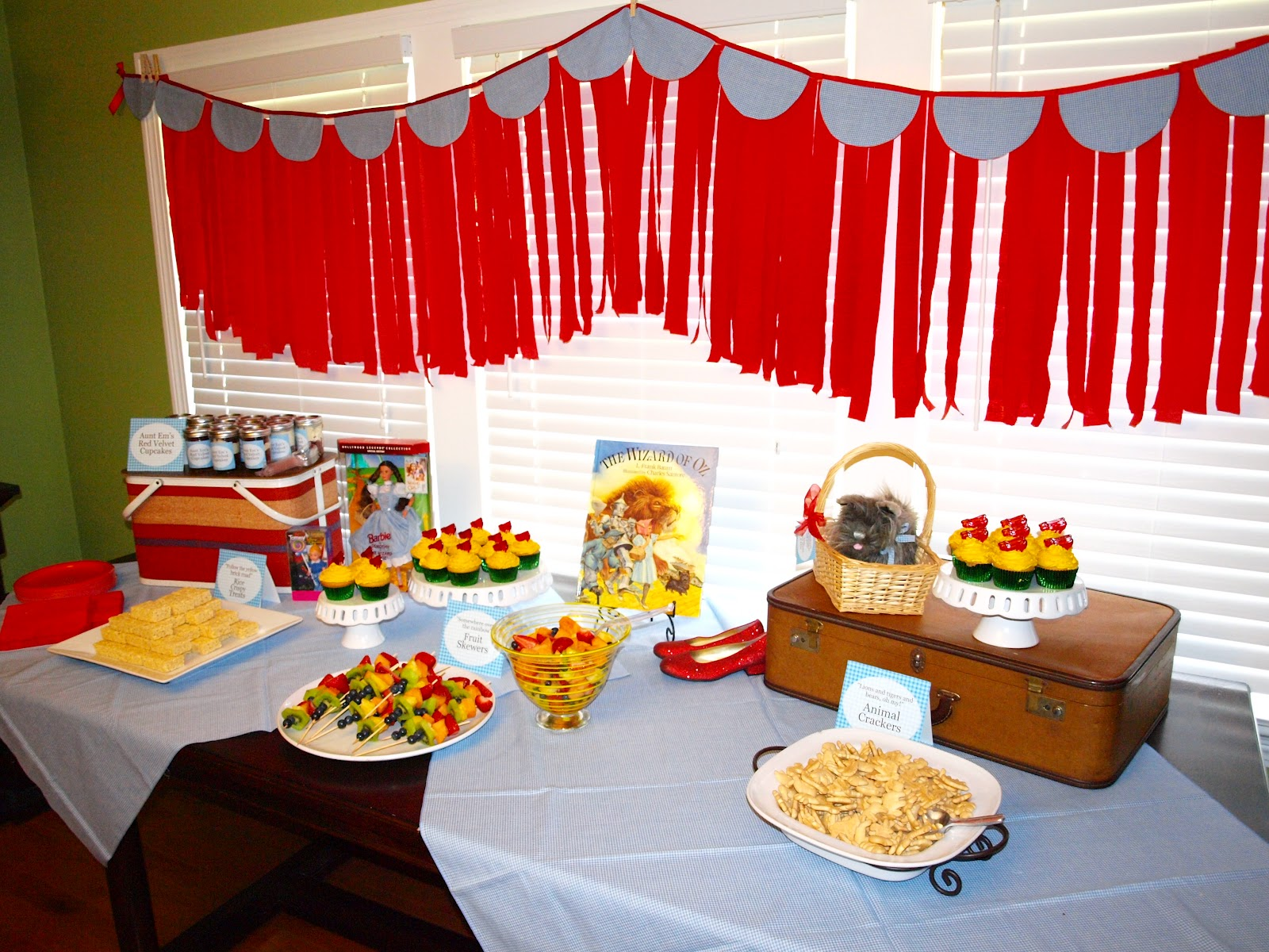 Wizard Of Oz Party Decorations The Mathews Family Happenings Wizard Of Oz Party Putting It All