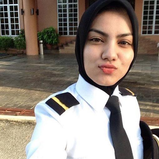 Pilot Wanita Cun Buat Tulang Rusuk Lelaki Bergetar