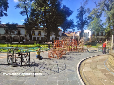 Getting ready for Fire Works at Plaza Vasco de Quiroga in Pátzcuaro
