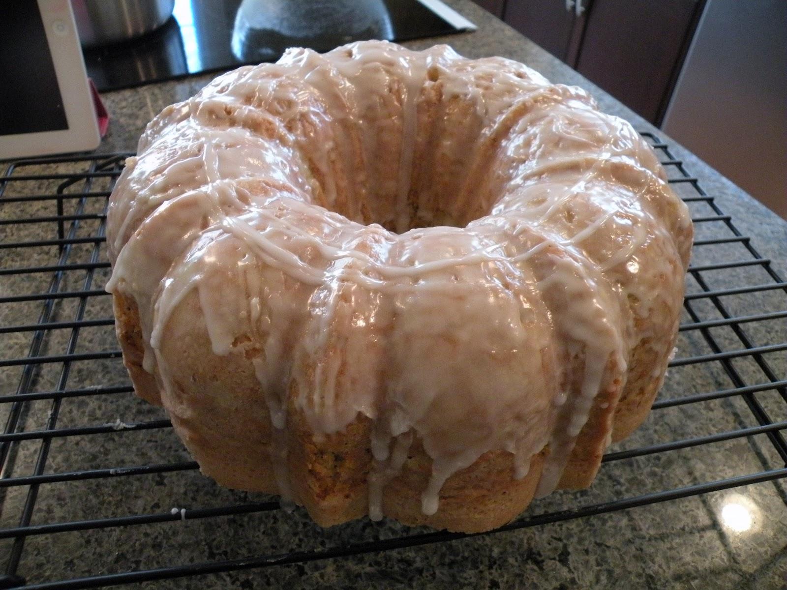 Lo a bundt cake! A lemon poppy seed bundt cake.