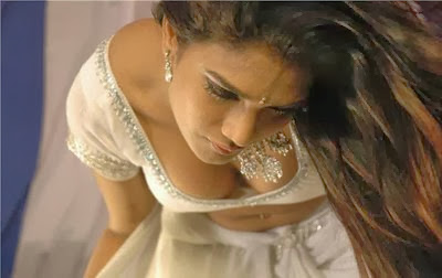 hot actress ramya spicy navel show in rain dance, ramya hot saree
