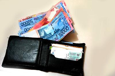 jomblo, jomblo juga bisa bahagia, enaknya jadi jomblo, keuntungan jomblo, jombloers, komunitas jomblo indonesia, jomblo vs pacaran, pacaran, cinta, dompet jomblo, bensin jomblo, pulsa jomblo, kebebasan jomblo, jomblo punya banyak duit, duit jomblo, orang kaya jomblo