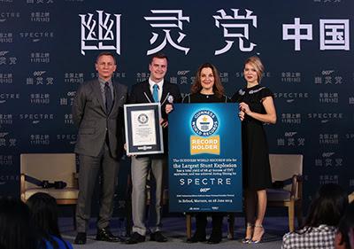 'Spectre' recibe el récord mundial Guinness a la mayor explosión de la historia del cine