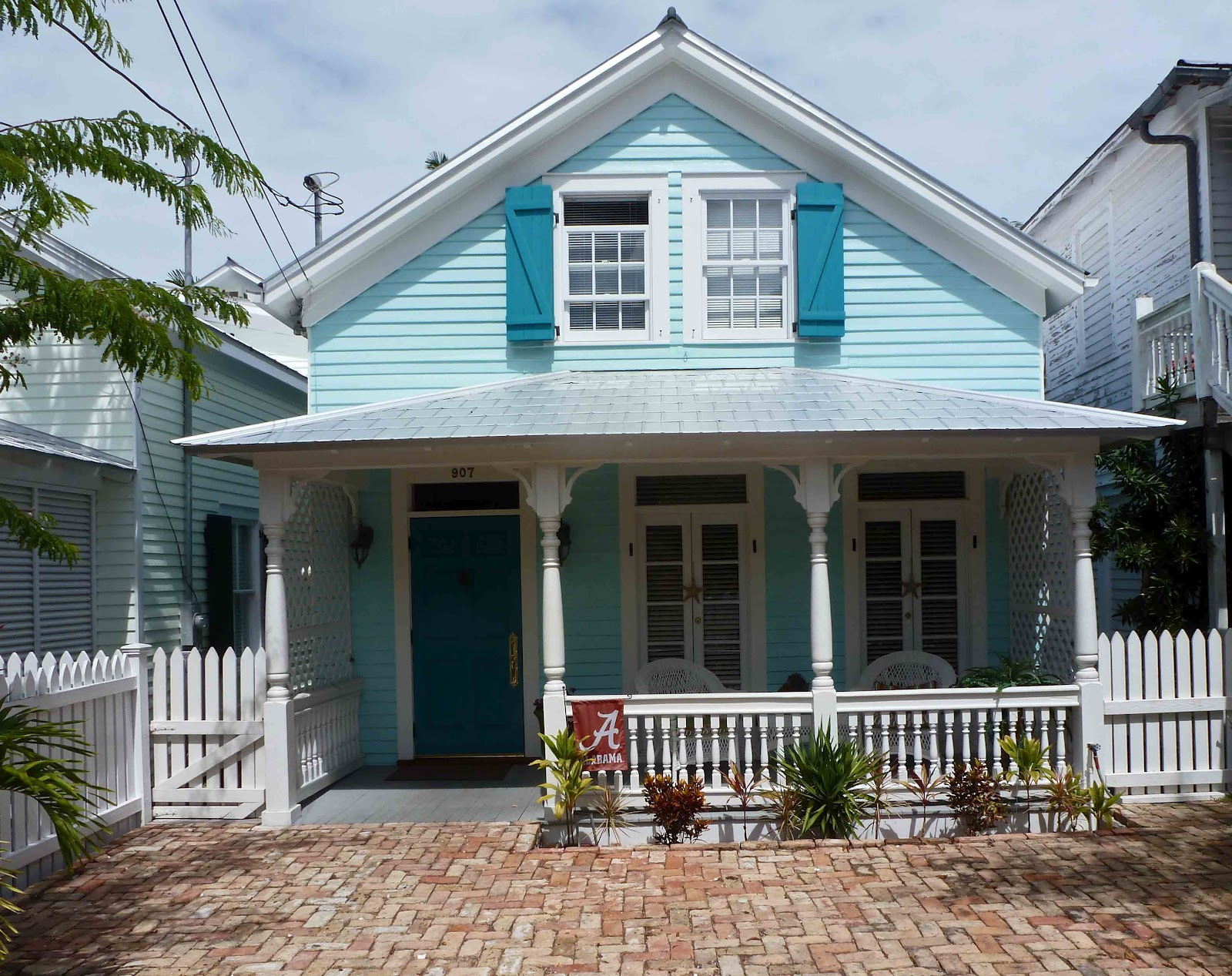 Last dance key west for Blue house builders
