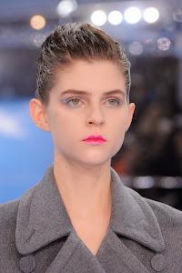 Model Rambut Wanita Wet Look Dior
