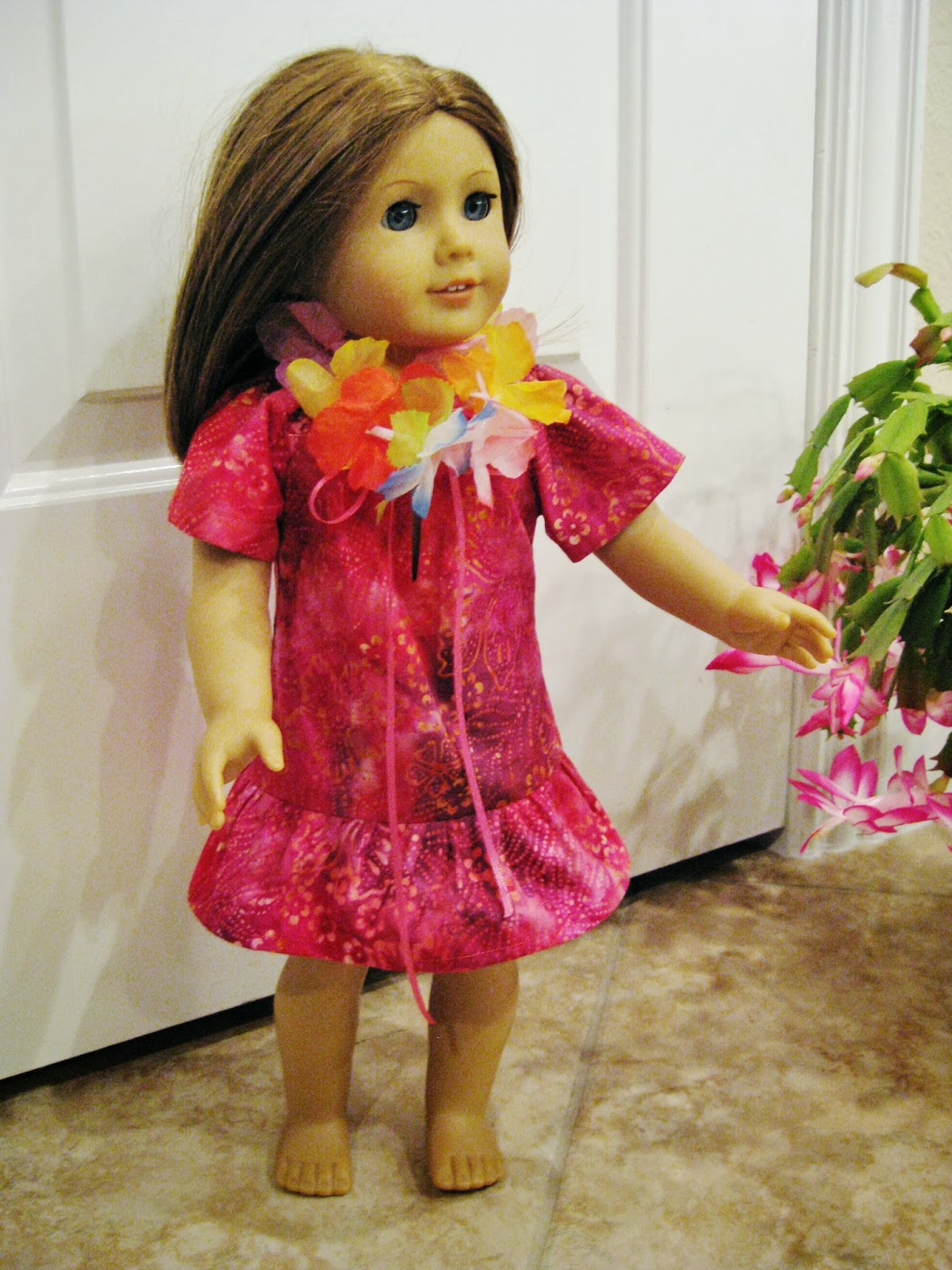 Hawaiian doll dress with free pattern | bonnieprojects.blogspot.com