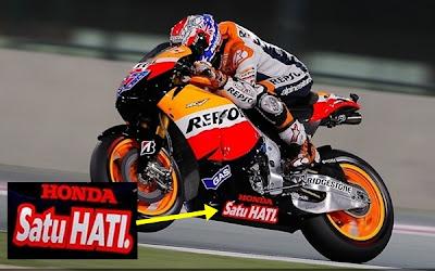 http://3.bp.blogspot.com/-ClHe6inCbpQ/TdW1wIxw0FI/AAAAAAAAAGs/9_dLKLxFNhc/s1600/2011-MotoGP-Honda-Satu-Hati.jpg
