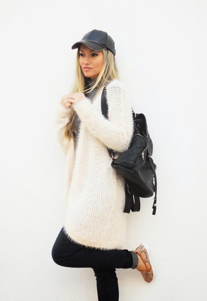 Novo Look do dia/Outfit com um estilo casual: cardigan, jeans e backpack. Tendências. Outono/Inverno. Inspiração. Dicas de Moda e Imagem no Blog de Moda Style Statement. Moda. Fashion. Trends. C&A. Rosa pastel. Ténis slip-on.