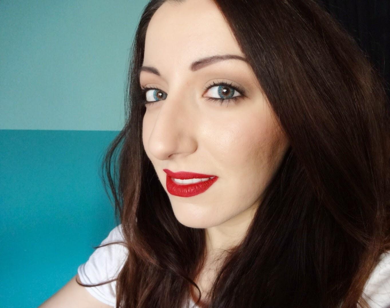 nars velvet matt lip pencil cruella swatch, prodotti preferiti make up, rossetto rosso, beauty blogger
