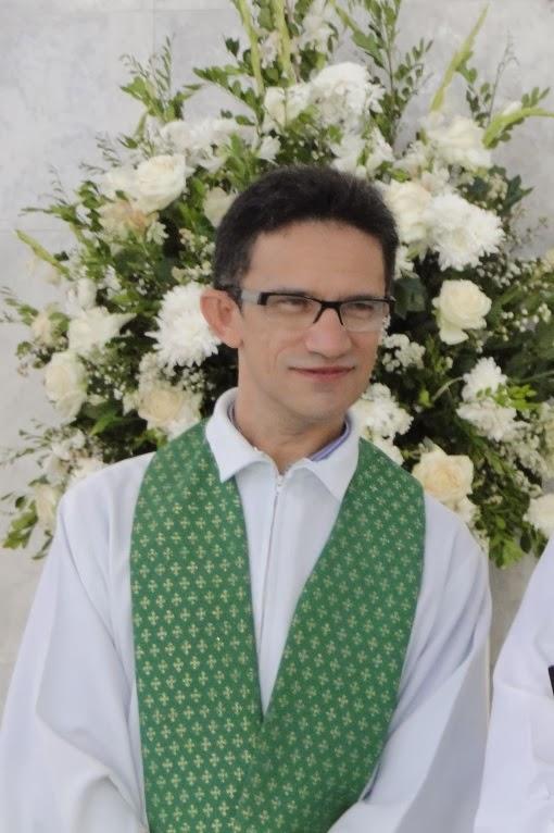 http://armaduradcristao.blogspot.com.br/2014/01/padre-djacy-brasileiro-celebra-na.html