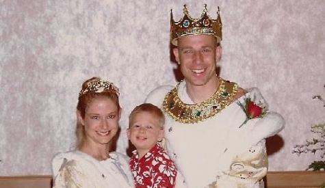 Suami-istri Yang Setiap Tahun Menikah [ www.BlogApaAja.com ]
