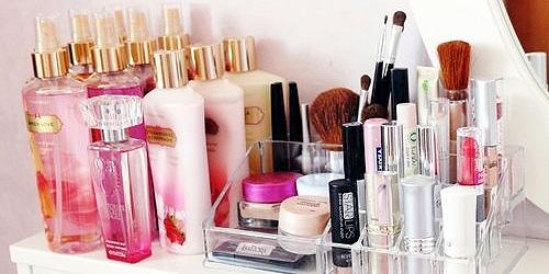 como organizar tu maquillaje en el tocador