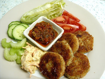 Jenny eatwell 39 s rhubarb ginger salmon fish cakes with for What to serve with fish