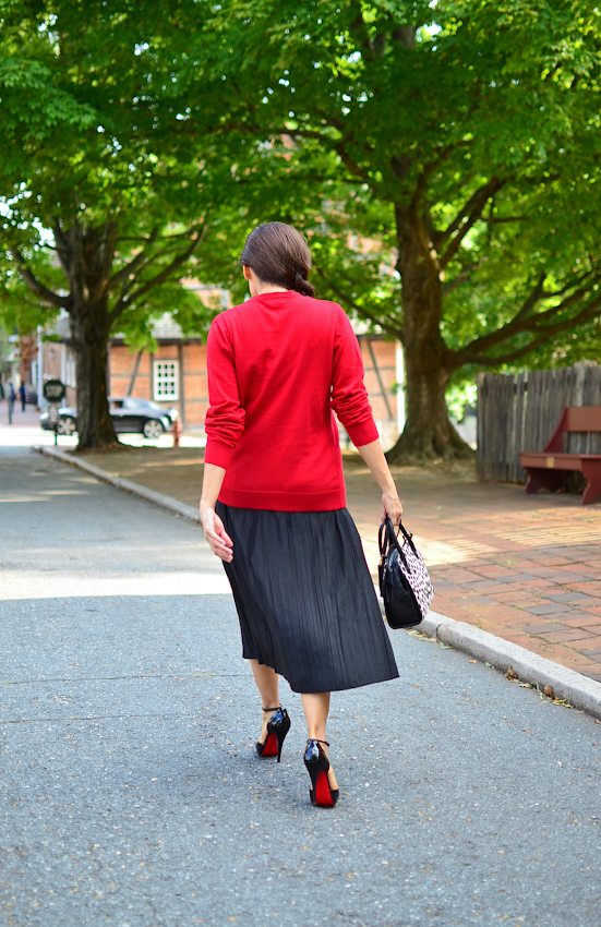 Outfit with black midi skirt