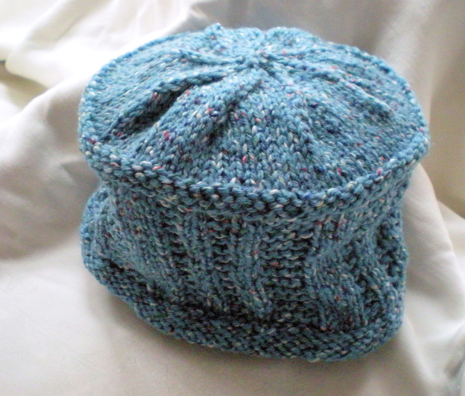 Feistywoman Designs: Hat #9, a change of yarn and stitch pattern