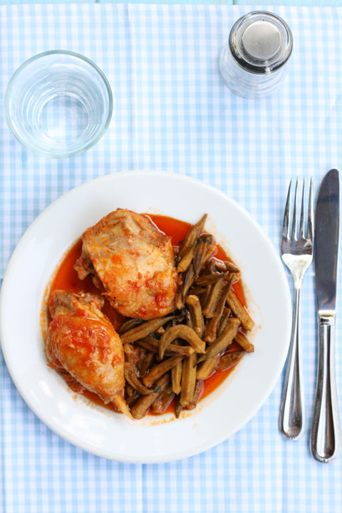 Kotopoulo me bámies - chicken stew with okra and tomatoes ...