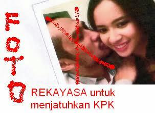 foto abraham samad cium putri indonesia