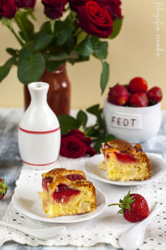Ciasto z truskawkami i ananasem przepis