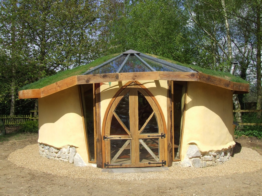 Shedworking reclaimed chapel doors used in cob garden studio for Round house plans free