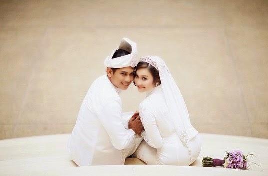 Koleksi Gambar Pernikahan Zul Huzaimy Dan Pasangan Beliau Yang Mengemparkan