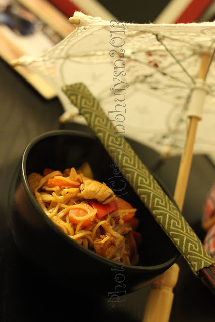 pet pujo and adda: Szechuan Chicken Noodles (Chinese)