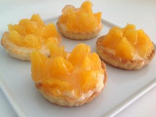 Tartaletas rellenas de crema pastelera y naranjas