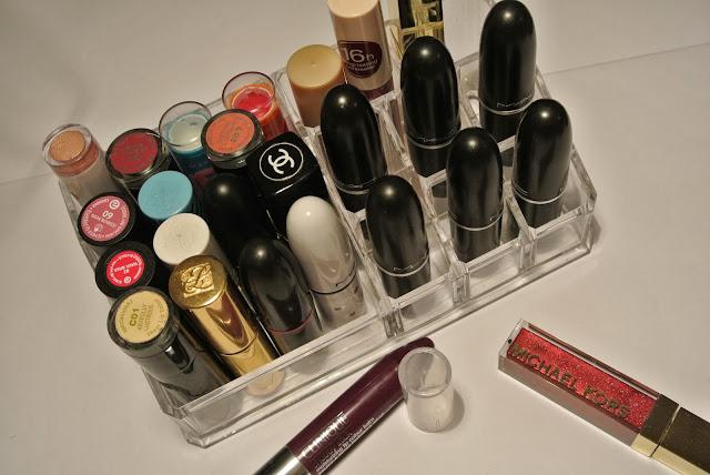 Lippenstifte und Concealer