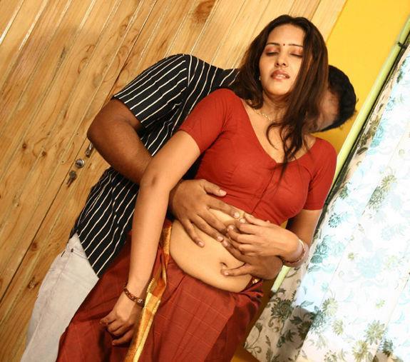 Mallu aunty photos mallu aunty images hot mallu aunty for Hot bedroom photos
