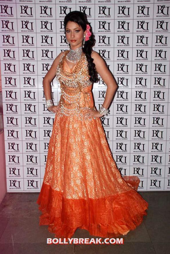 , Models & Babes At Bharat & Dorris' Bridal Fashion Show 2012