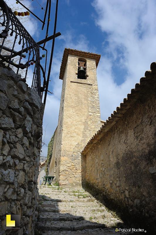le clocher de l'église de brantes dans le vaucluse photo pascal blachier au delà du cliché