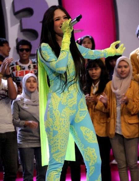 Hot Photos: Mulan, Makin Cerah Makin Seksi