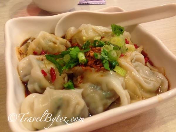 Pork Dumplings with Spicy Chilli Sauce
