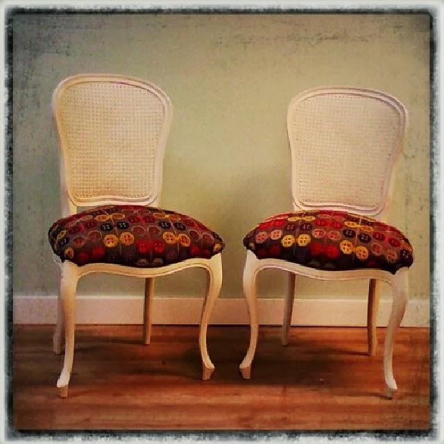 Servicio de tapicer a sillas vintage en tela de gaston y - Telas tapiceria sillas ...