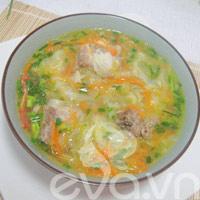 Canh chua bắp cải nấu sườn nóng hổi