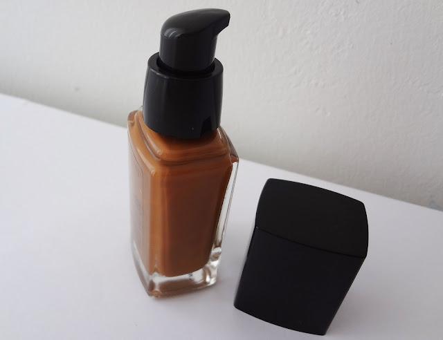 AVON ideal flawless liquid foundation in Earth bottle.