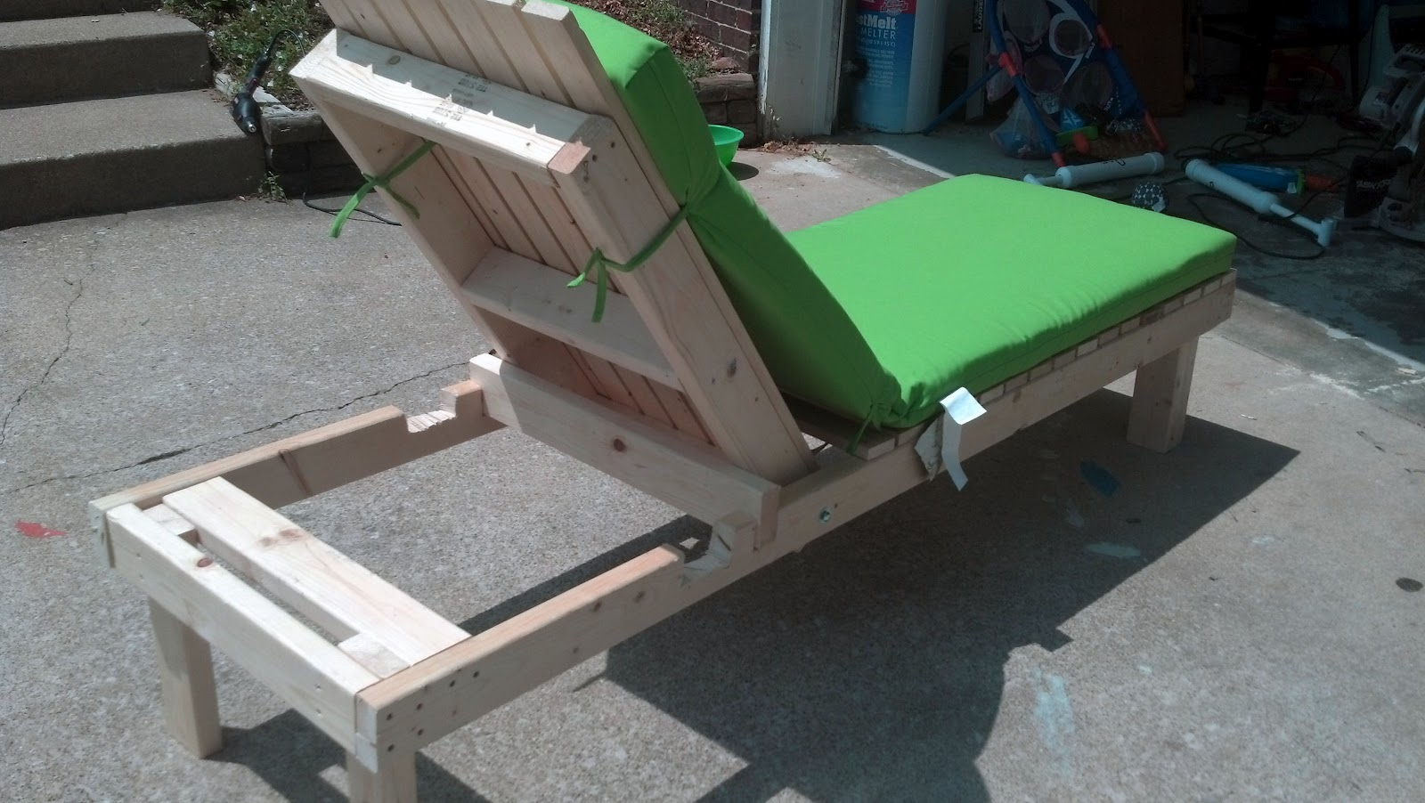 This diy house easy diy outdoor lounge chairs pinterest for Diy lounge chair