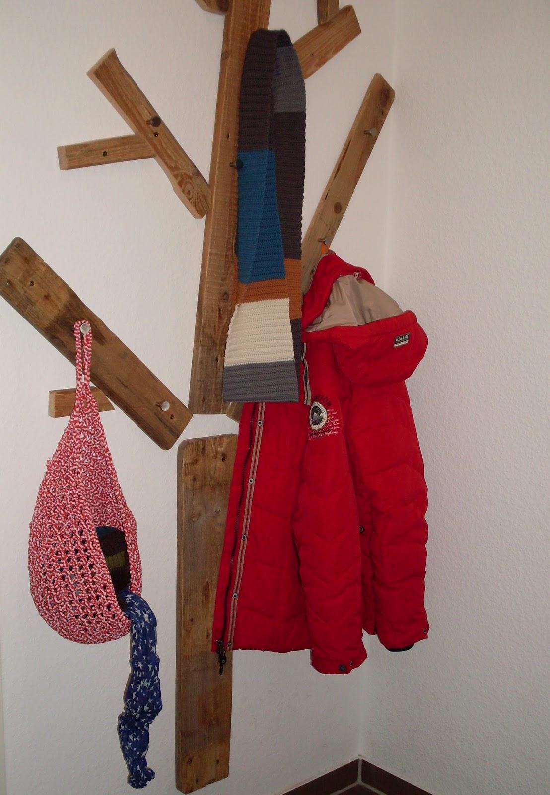 Coccinellids paletten garderobe loop for Garderobe viele jacken
