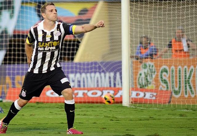 Montillo marca contra Goiás