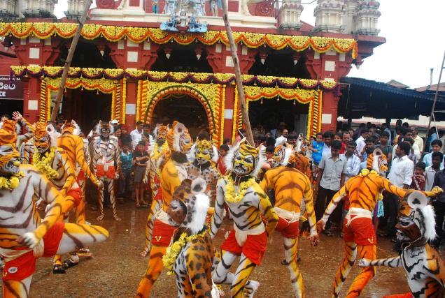 Tiger Prowling Huli Vesha Dance