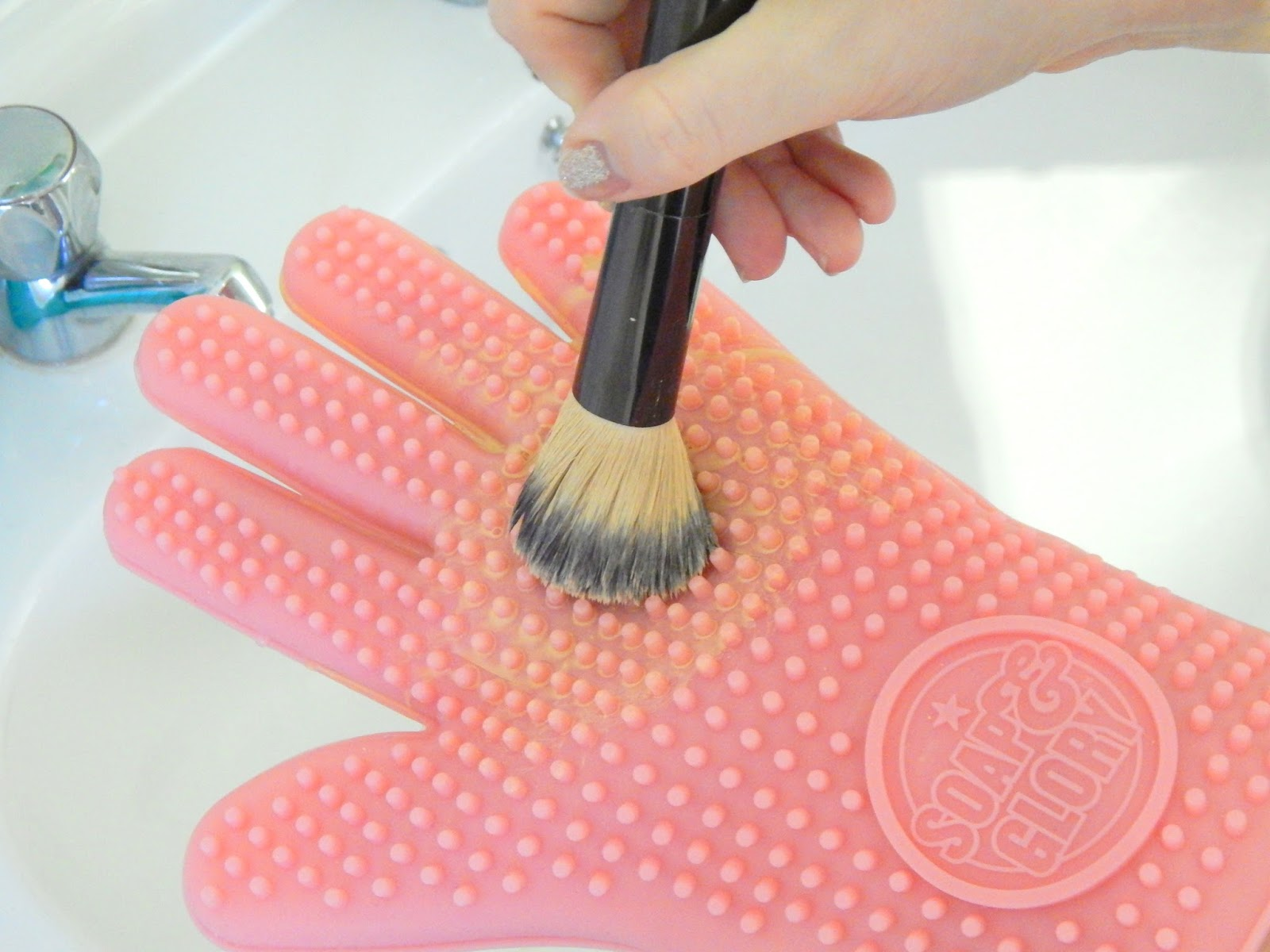 Baby Shampoo, Soap & Glory massage mit and brushes to clean
