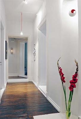 arandela em corredor