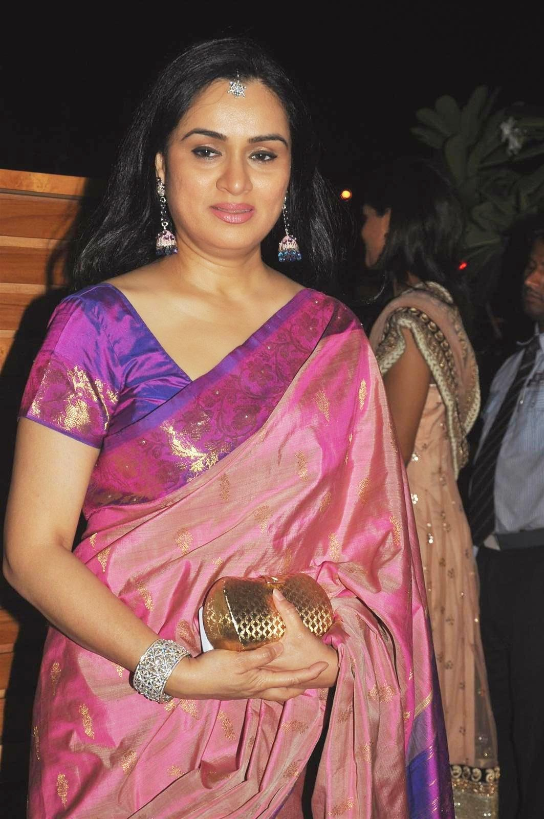 padmini kolhapure in saree - photo #16