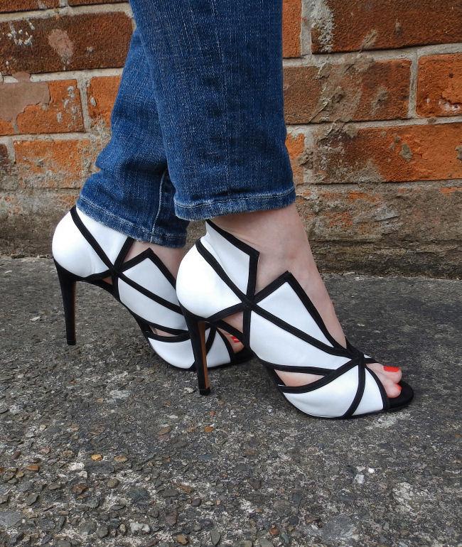 Daniel Footwear Plunge sandals blog review outfit post